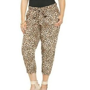 Torrid Leopard print cropped joggers